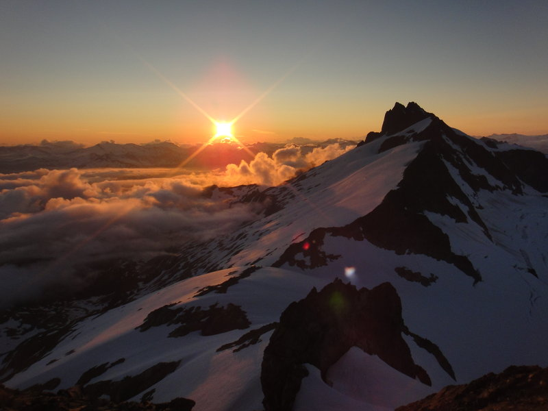 Sunset on Tantalus. Photo: Artem Bylinskii
