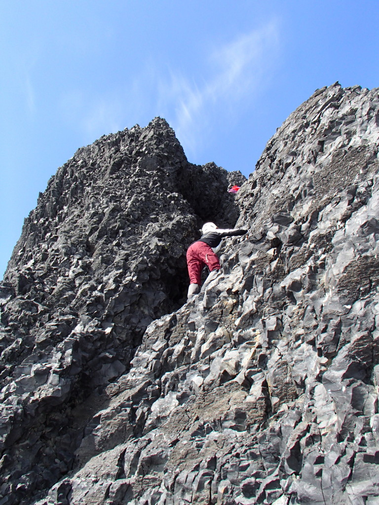 Scrambling the last gully. (Jens Vent-Schmidt)