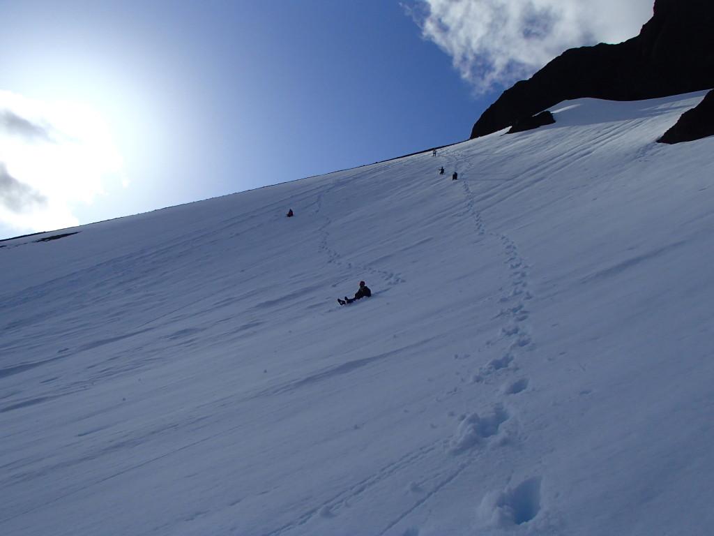 Bumsliding, an advantage of the spring ascent. (Jens Vent-Schmidt)