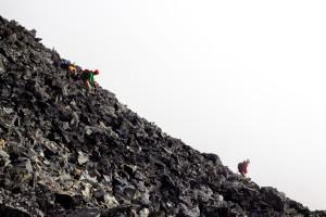 Scrambling down Mt. Cook - PHOTO: Tobias Hermann