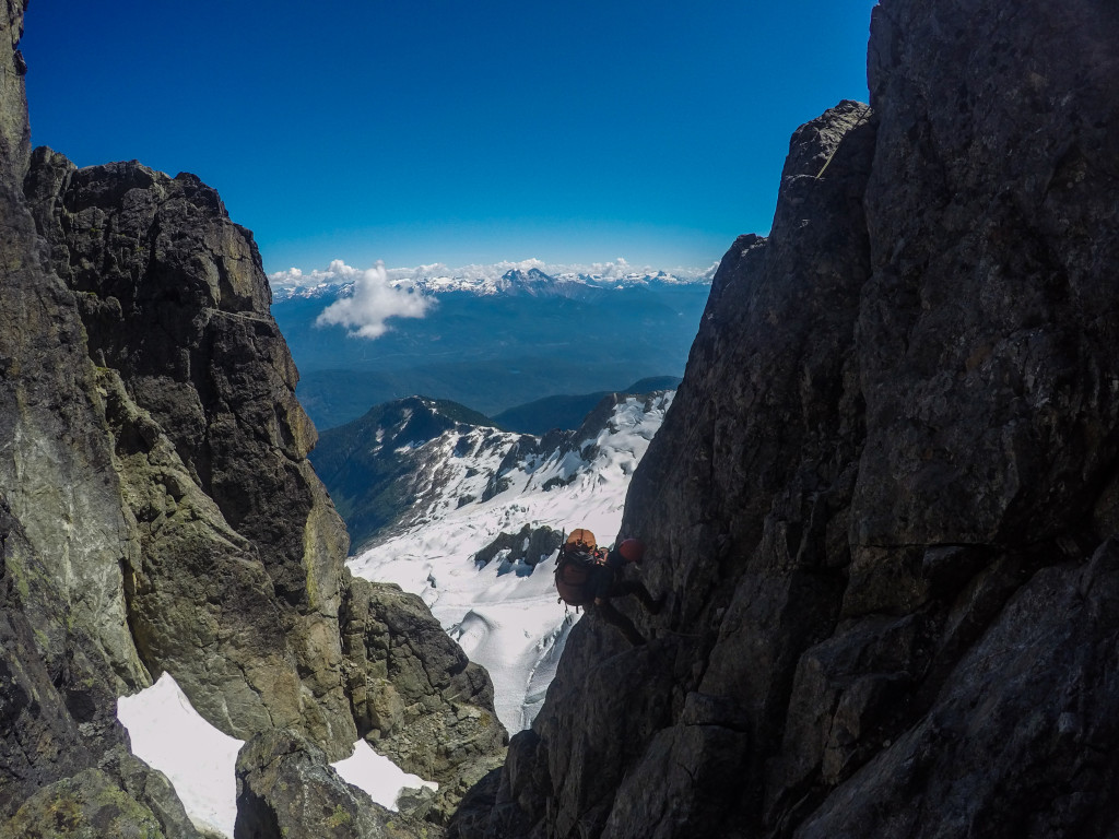 Kevin rappelling in to the Darling Couloir. Photo: Matteo Agnoloni
