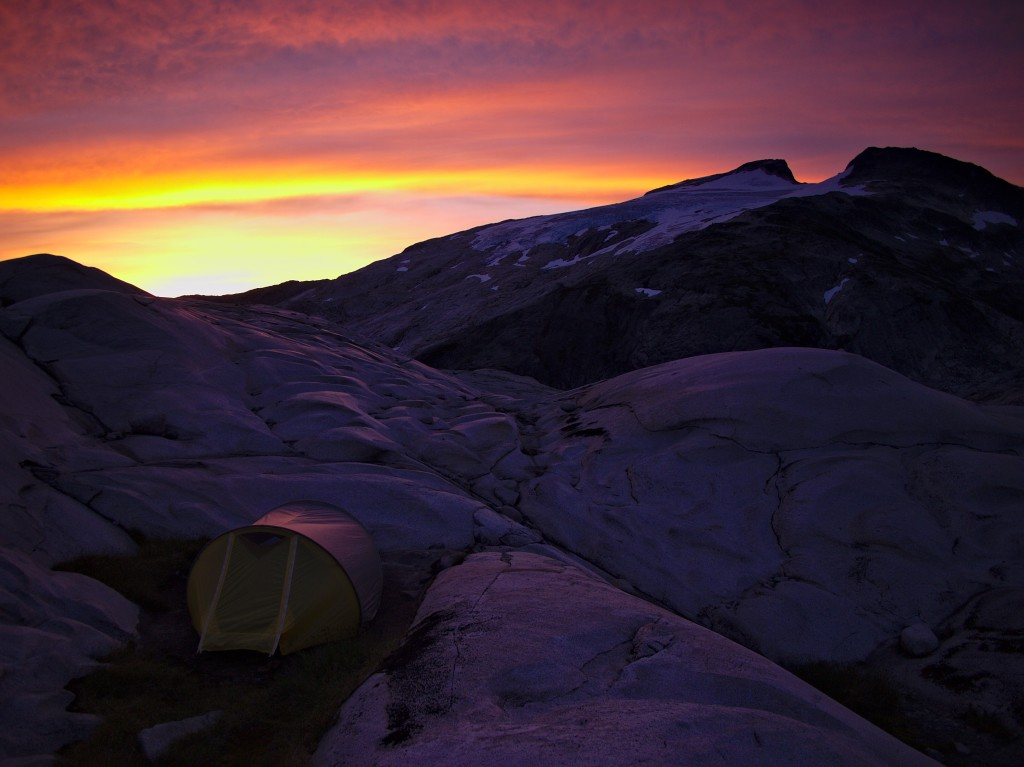 Alpine glow on our camp below Mt John Clarke (Photo: S. Rasmussen)