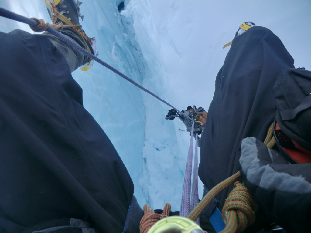 Julien in self-rescue mode. Note the 2:1 pulley used to haul his backpack up. Photo Julien Renard.