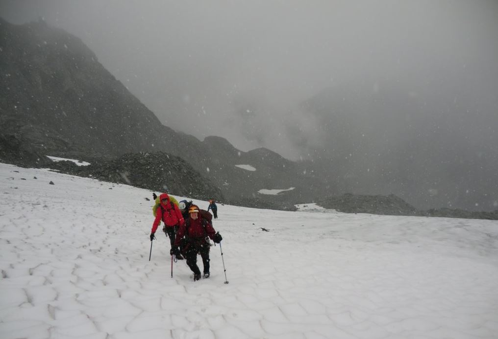 Battling snowsqualls on the way to the Matier-Joffre Col. Photo Julien Renard.