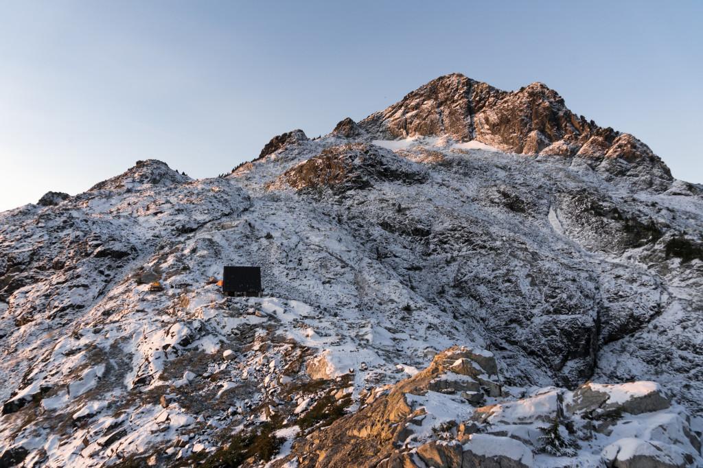 Emergency hut perched on the ridge. @ChangCJ_