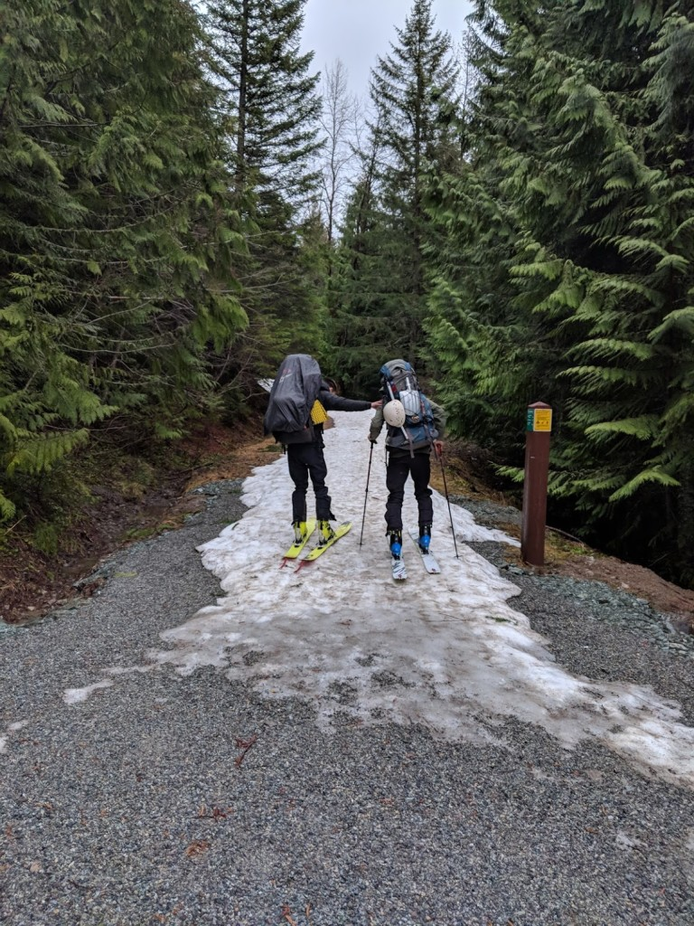 Elfin Lakes trail covered with snow from the beginning