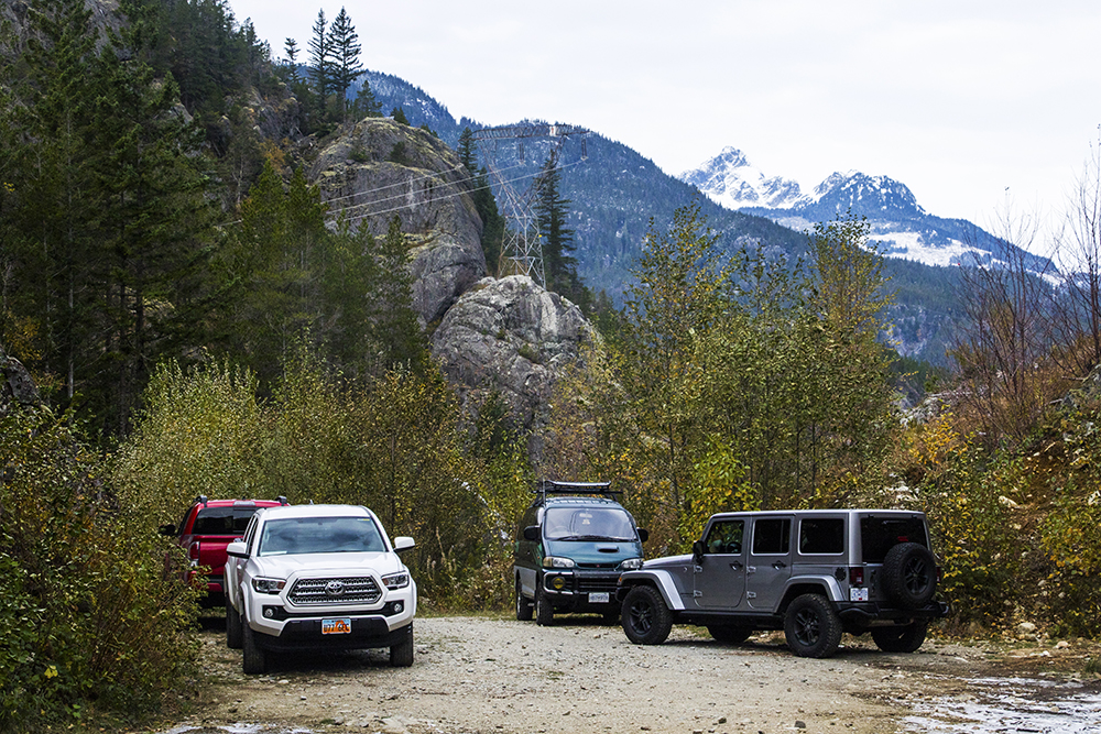 A fair amount of vehicles (including a darn Utahn somehow) made it up the washed out road to park right by the crags, but not us!
