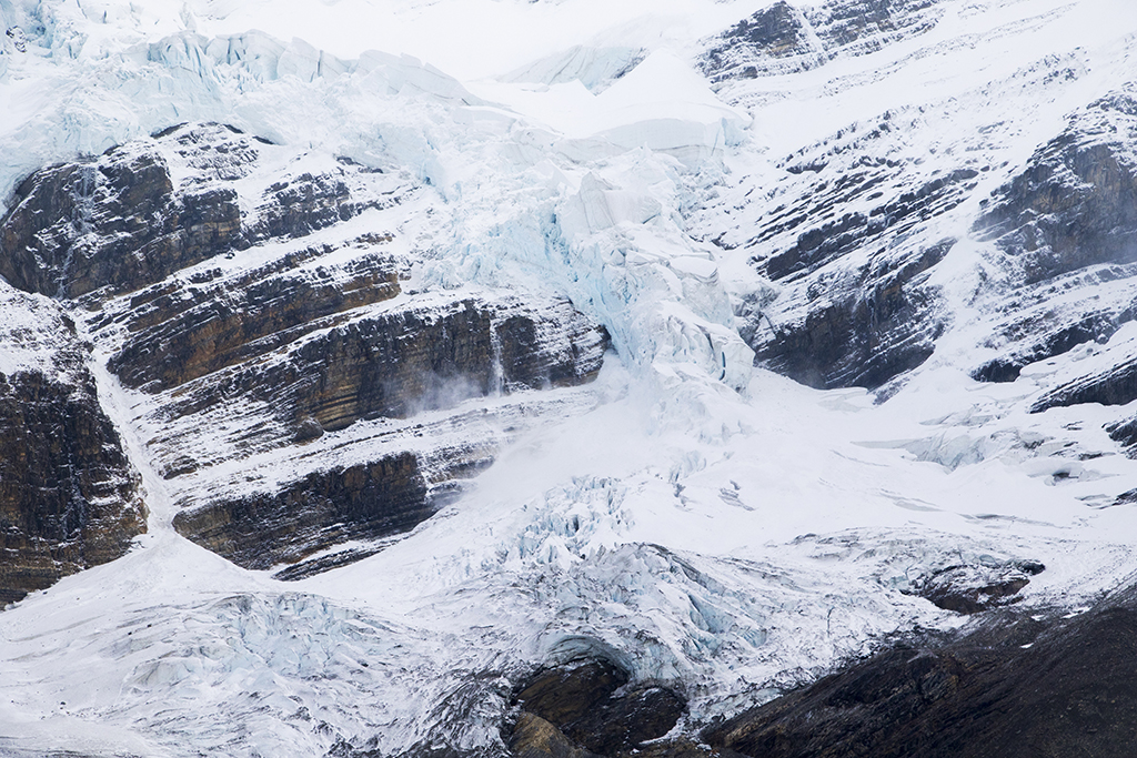 The aftermath of the glacier collapse. Note the drifting snow/ice just left of center.